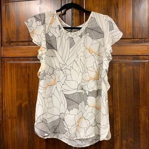 DR2 white floral printed ruffled blouse sz Small
